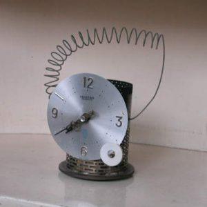 時計を改造.ボディは石油ストーブの部品