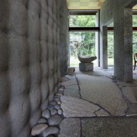 石の家(Stone House)