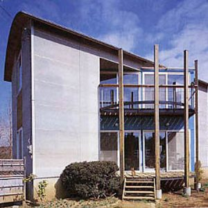 ウッドサークル部の開口を家の軸とずらす。