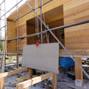 一人でやるための工夫。引張ると板を挟む木材用クランプを使用。とても便利。