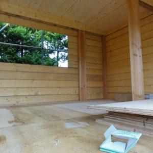 床下張り。この上にカリカリハウスを解体した断熱材を敷き、その上にまた下張り合板と仕上合板を張る。